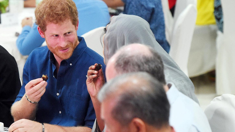 Britain's Prince Harry eats an evening meal to break fast, or the iftar, for Ramadan - the Muslim fasting month, during a visit to a children's home in Singapore, June 4, 2017. REUTERS/Joseph Nair/Pool